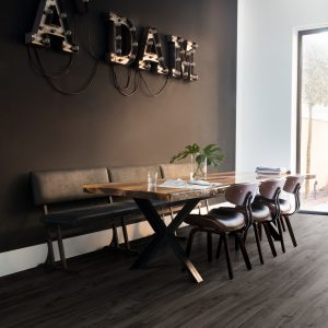 Quick-Step lamināts Eligna Newcastle oak dark EL3581 32. klase